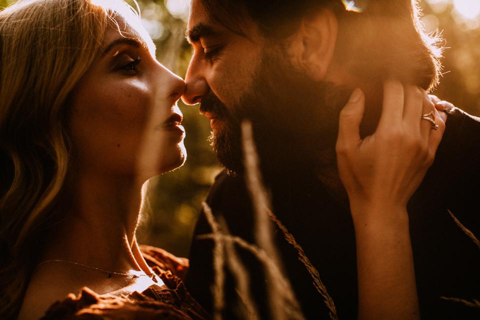 Sesja narzeczeńska w górach, zachód słońca | fotograf ślubny Szczyrk