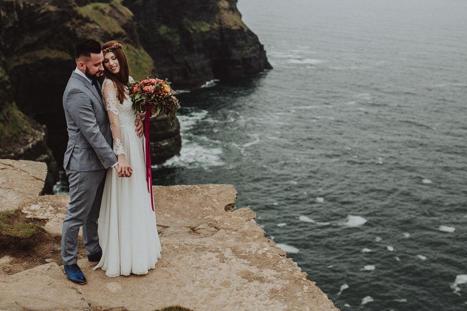 Cliffs-of-Moher-wedding-session-010.jpg