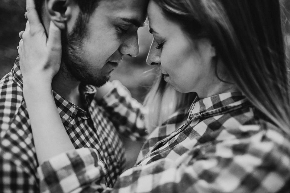 To coś więcej niż zwykła sesja w lesie! Zdjęcia z sesji narzeczeńskiej. | Angelika & Kamil